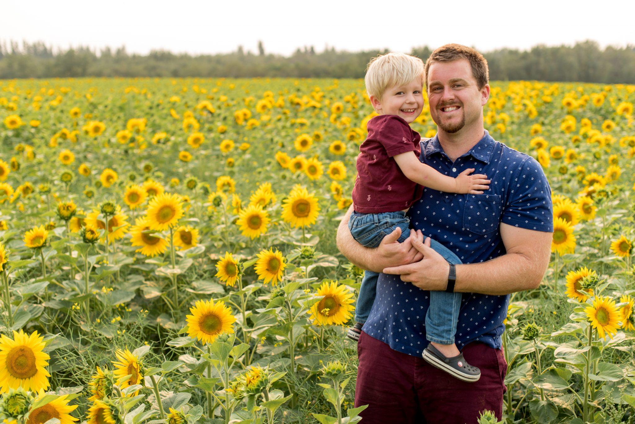 Family Photos in a Sunflower Field at Sturgeon Sunflowers in Edmonton Alberta