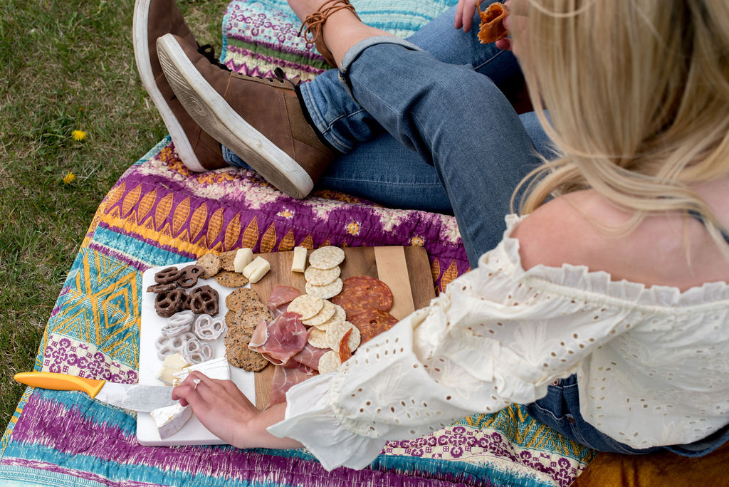 Homemade charcuterie board and Anthropologie inspired colourful blanket for this summer picnic engagement session
