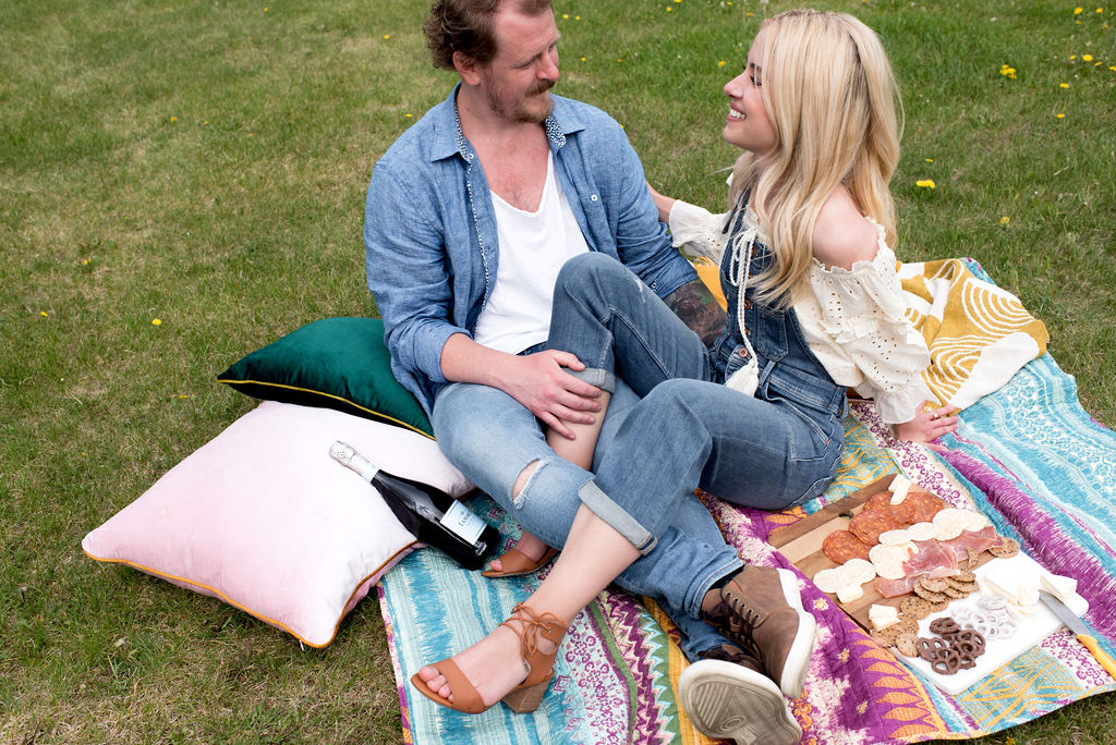 Anthropologie Inspired Picnic Engagement Session