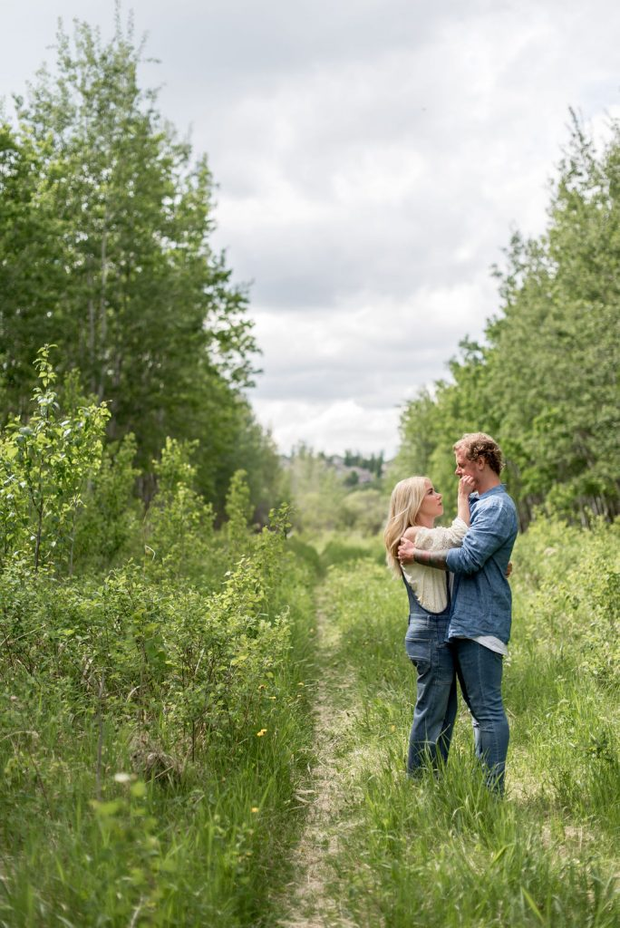Summer engagement session outfit inspiration for denim lovers
