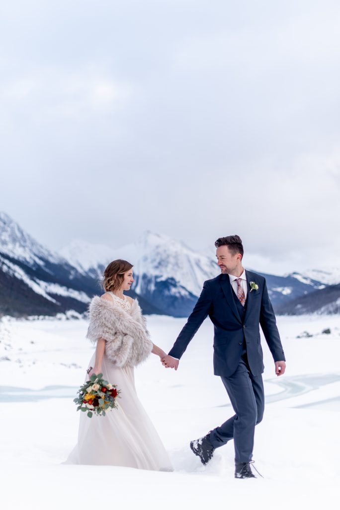 Romantic Jasper National Park elopement inspiration for a minter wedding in the mountains